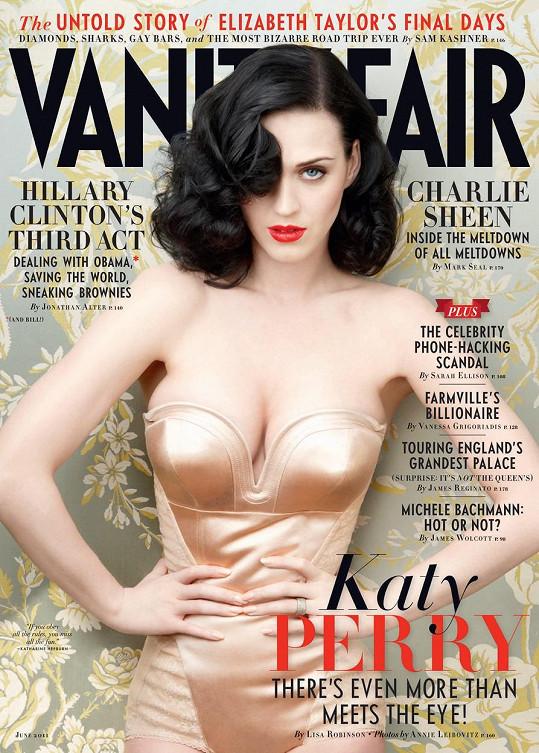 S výstřihy zabodovala i na obálkách předních módních časopisů.