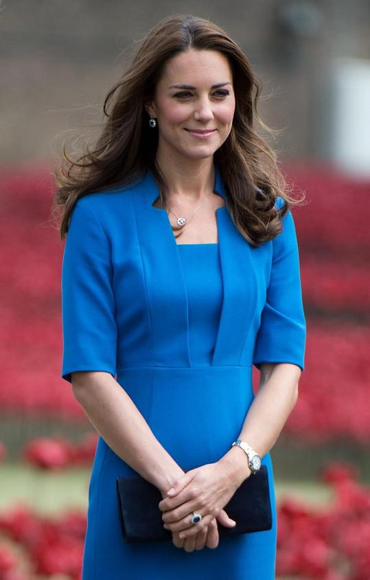 Vévodkyně Kate má také slabost pro modré šaty.