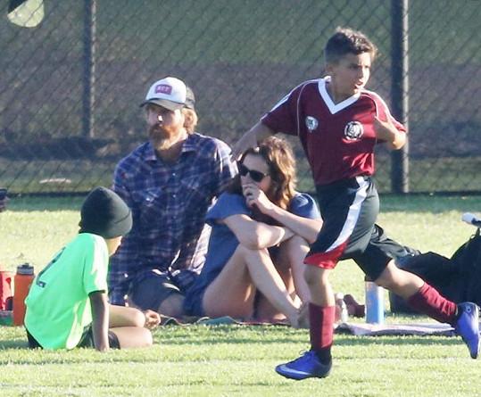 Danny s Julií sledovali své děti při sportovních aktivitách.
