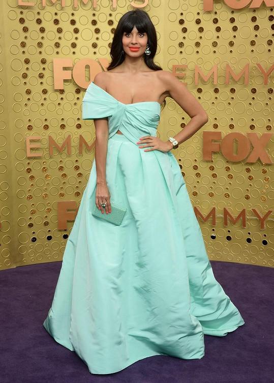 Jameela Jamil na loňských cenách Emmy