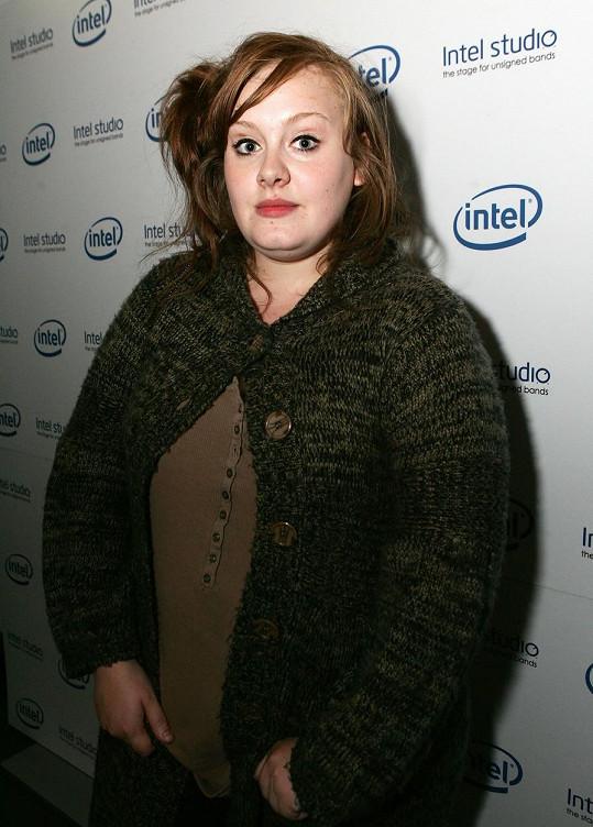Adele v roce 2008, kdy začala její hvězdná kariéra.