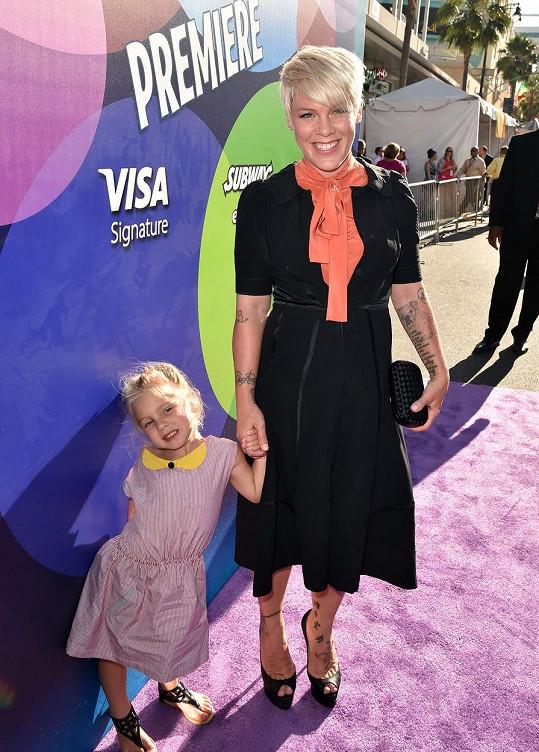 Pink s dcerou Willow vyrazily na premiéru animáku.