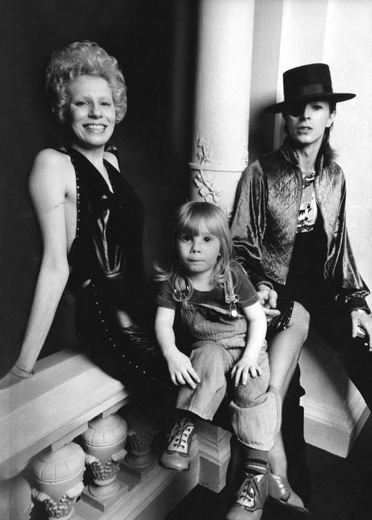 Angela byla Bowieho manželkou v letech 1970-1980. Měli spolu syna Zowieho (dnes je znám jako Duncan Jones).