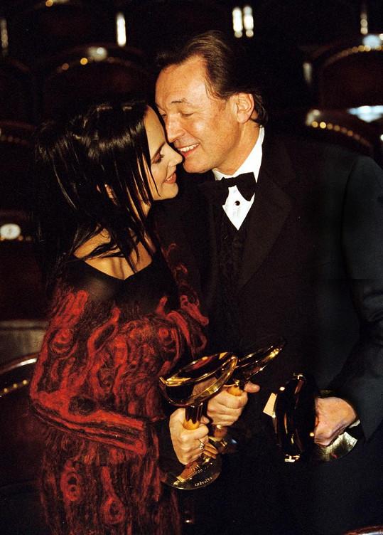 Lucie Bílá s Karlem Gottem. Snímek je starý šestnáct let.