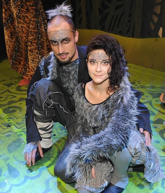 Lucia Šoralová jako vlčice se svým divadelním manželem
