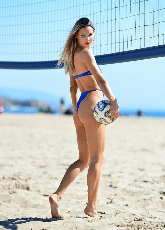 Žhavá volejbalistka v akci.