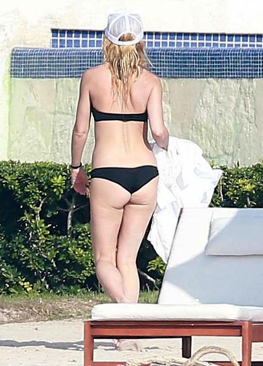 Takhle slavná herečka vypadá zezadu.