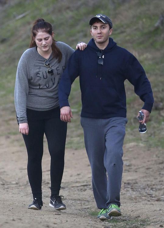 Meghan Trainor a Daryl Sabara vyrazili na procházku po okolí LA.