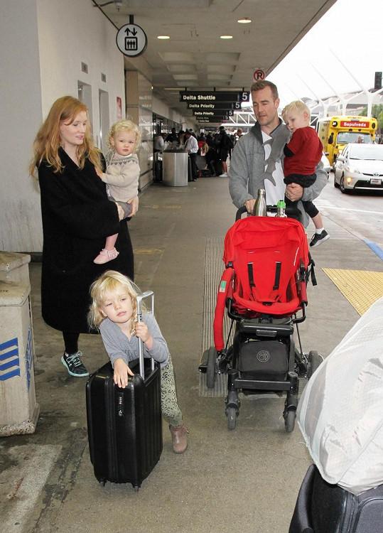 Se ženou Kimberly má herec tři děti, další je na cestě.