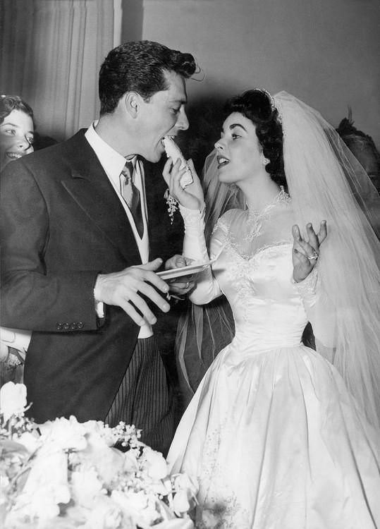 Elizabeth Taylor a její první svatba s Nickym Conradem Hiltonem. Do roka se řešilo majetkové vyrovnání.