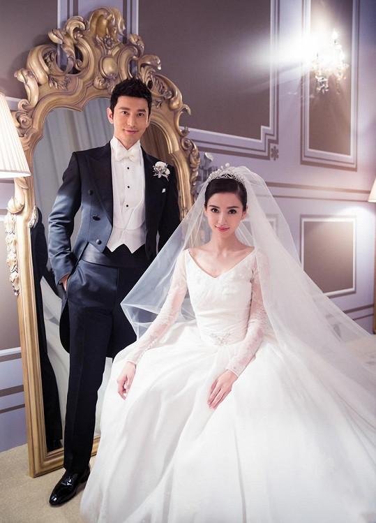 Novomanželé patří k největším celebritám celé Asie.