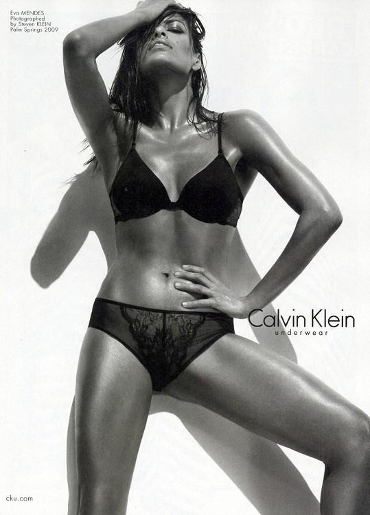 Eva Mendes vypadá ve spodním prádle božsky.