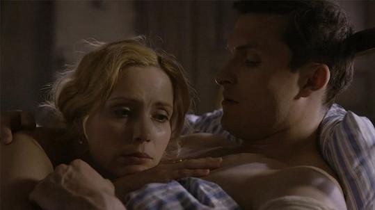 V minulém díle se dvojice spolu objevila v posteli hned několikrát.