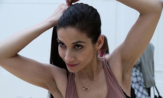 Na stará kolena se začala Eva Decastelo věnovat tanci.