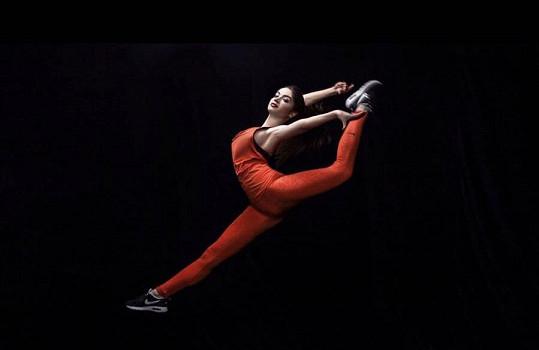 Už šestnáct let se věnuje rytmické gymnastice.