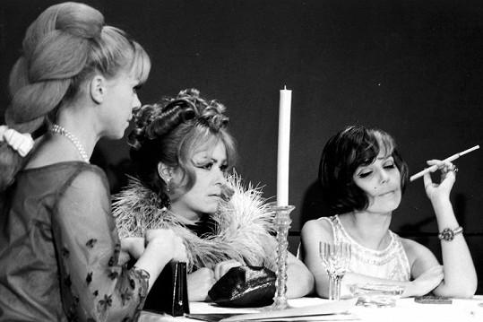 Jiřina Bohdalová ve filmu Světáci (1969)