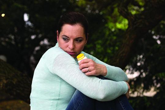 Bára si v díle Vedlejší příznaky zahrála ženu s podobnými zkušenostmi.