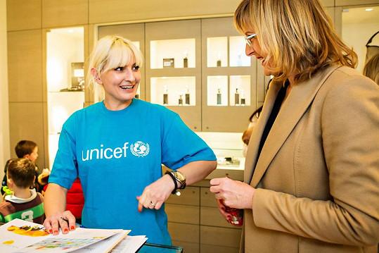 Nesvadbová na charitativním čtení pro UNICEF se Štěpánkou Duchkovou.