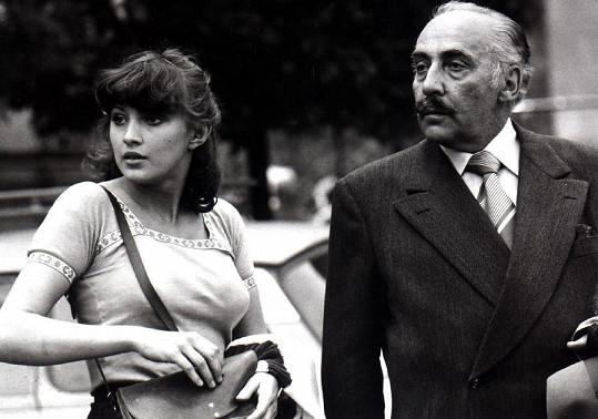 Ve filmu Causa Králík s Milošem Kopeckým