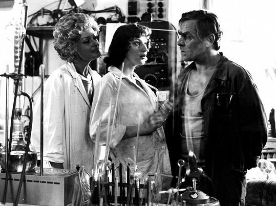 První velkou roli dostala v 19 letech. Ve filmu Mladý muž a bílá velryba hrála Zlata s Janou Brejchovou a Eduardem Cupákem.