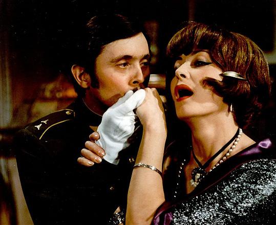 Josef Abrhám a Květa Fialová v Partii krásného dragouna (1970)