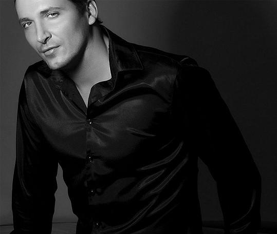 Radim Schwab je nejvyšší český zpěvák.