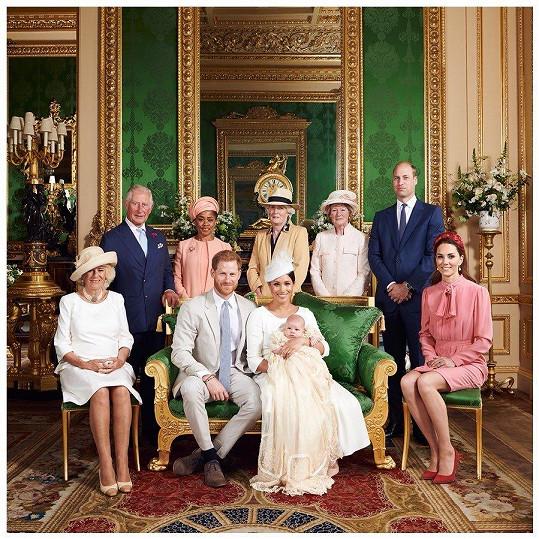Královský pár zveřejnil fotografii ze křtin syna.