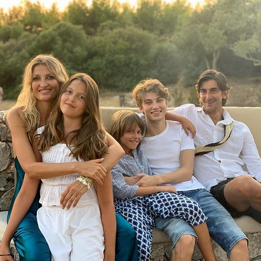Krása je v jejich rodině dědičná.