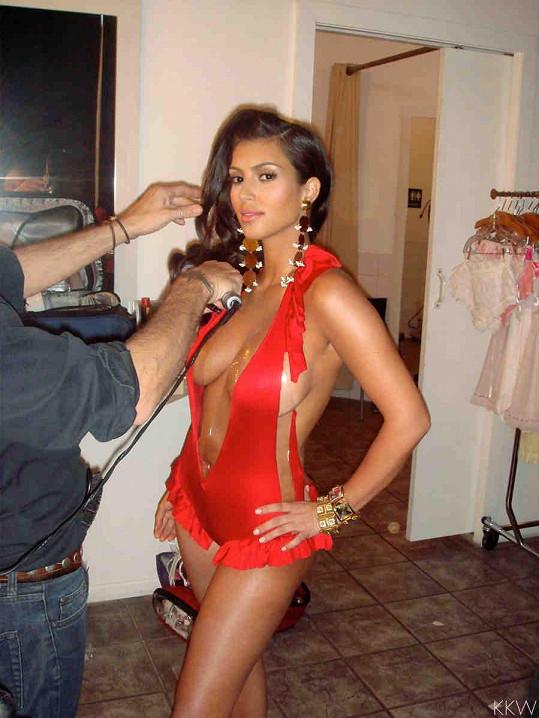 V zákulisí během focení Kim Kardashian do Playboye v roce 2007