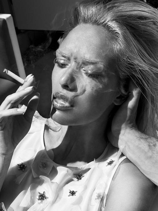 Taťána s cigaretou je neuvěřitelně rajcovní.