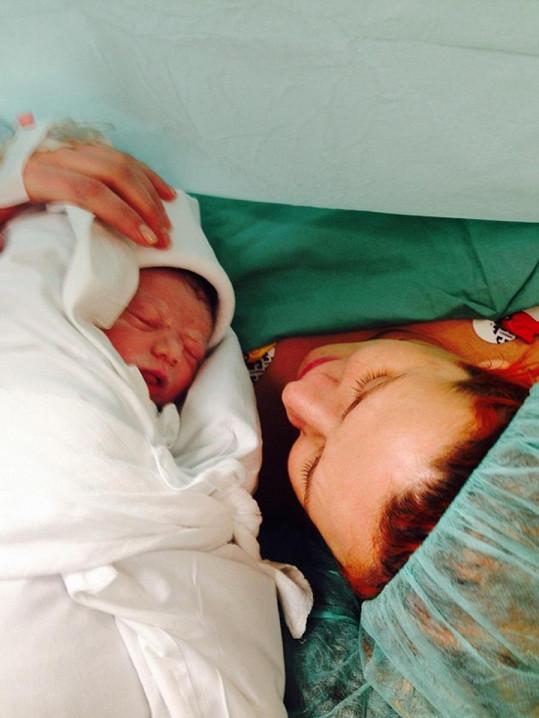 Štěpánka s čerstvě narozeným synem