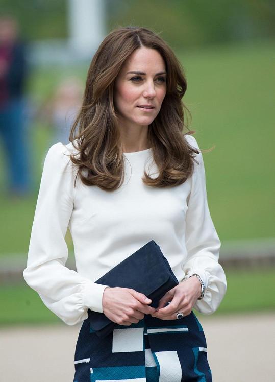 Kate je dánské princezně po zkrácení a ztmavení vlasů ještě podobnější.