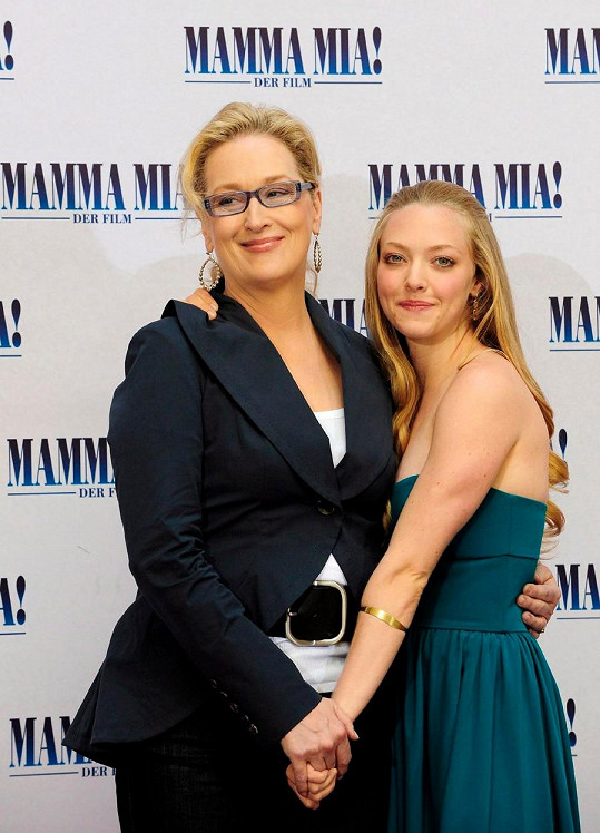 Amanda Seyfried s Meryl Streep na premiéře muzikálu Mamma Mia! v roce 2008