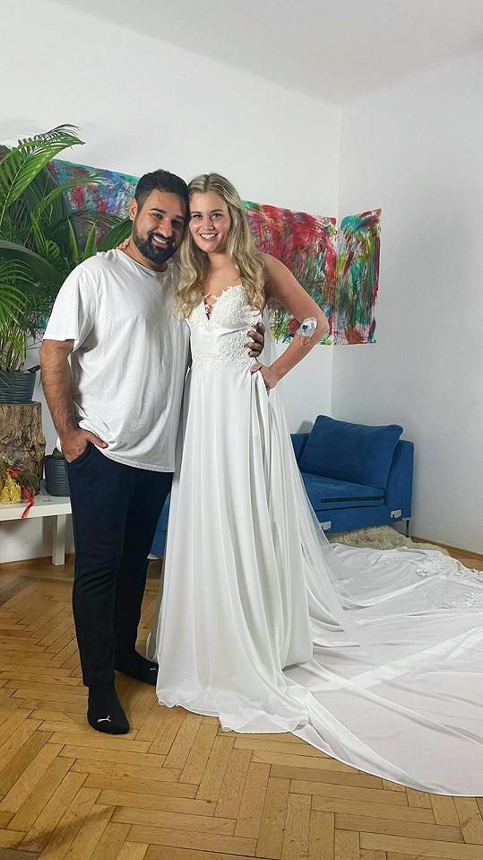 Autorem Lucčiných šatů byl její kolega ze soutěže Pavel Berky.