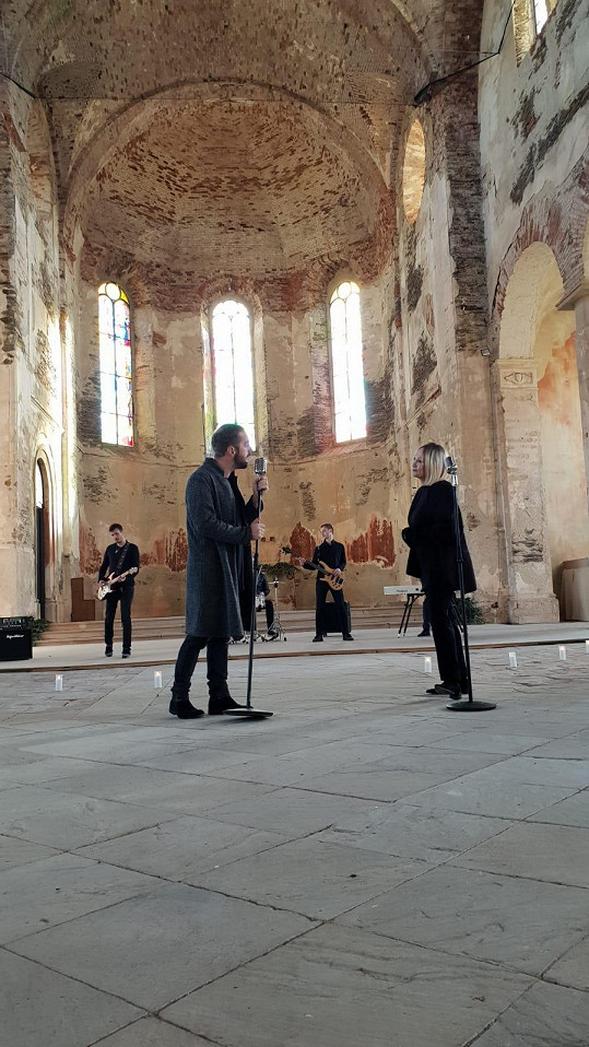S Petrem natáčeli ve starém kostele.