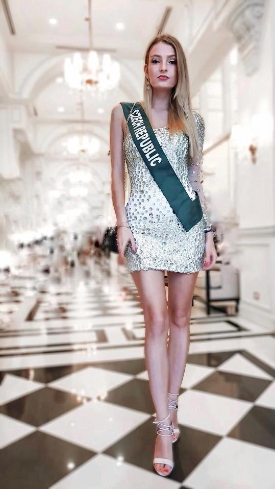 Česká Miss Earth 2018 Tereza Křivánková doufá, že bude Silva v pořádku. Na soutěži se spřátelily.