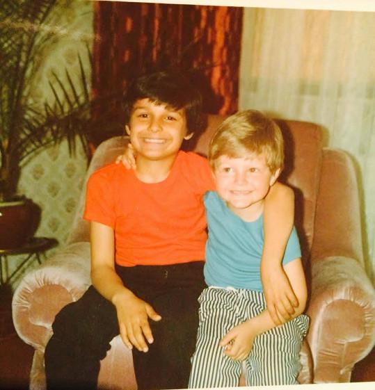 Rytmus (vlevo) jako malý kluk