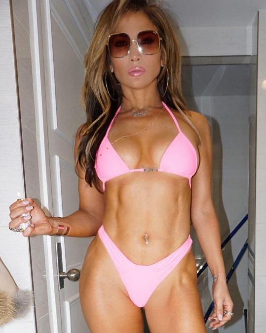 Jennifer Lopez se ukázala v bikinách.