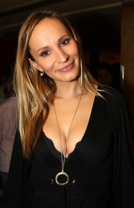 Monika Absolonová je stále volná, půvabů má přitom na rozdávání.