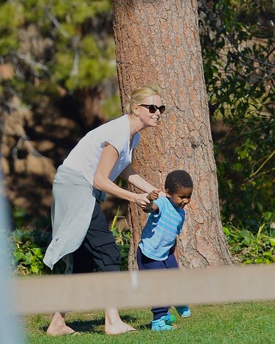 Charlize Theron tráví čas nejradši se svým synem.