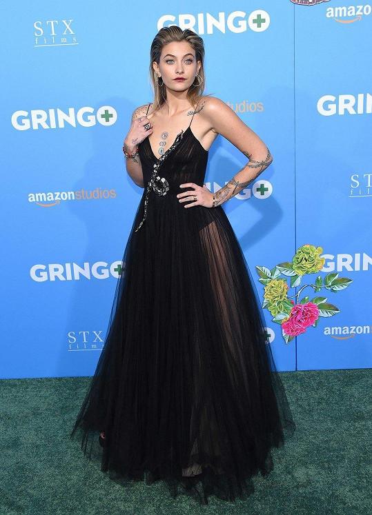 Paris Jackson na premiéře svého filmu Gringo: Zelená pilule