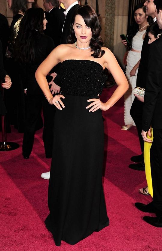 Margot Robbie si obdyla premiéru jako brunetka na letošních Oscarech.