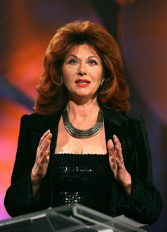 Nestárnoucí Saskia Burešová působí v televizi už 53 let.