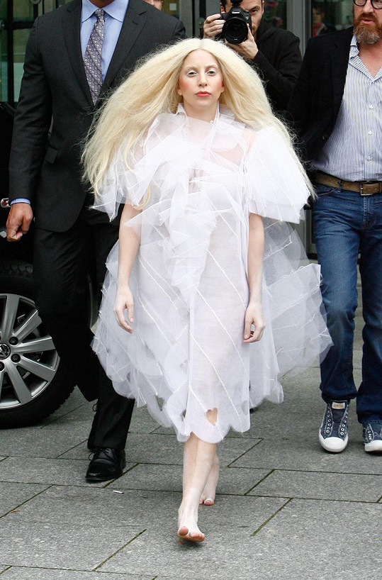 Lady Gaga v prazvláštním modelu.