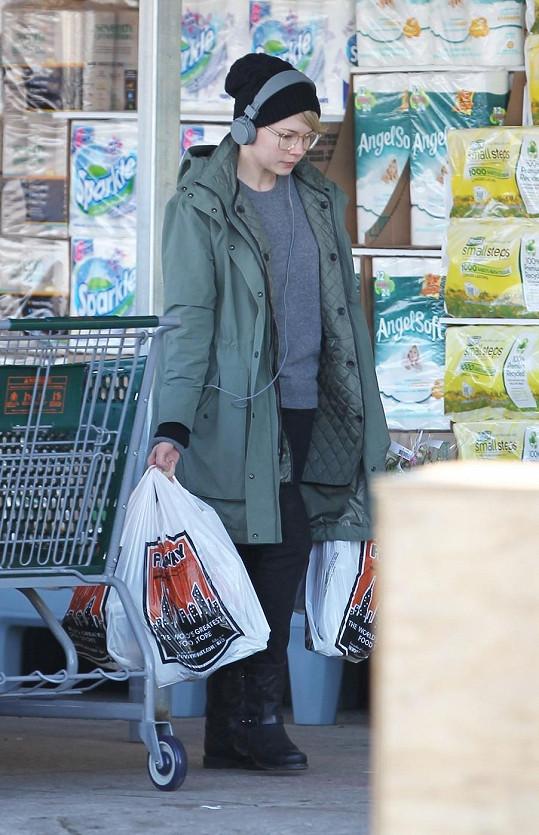 Michelle nakupovala v drogerii.