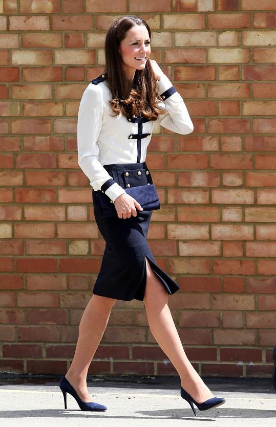 Kate Catherine Kate Catherine - Vévodkyně Kate uchvátila kostýmkem ... bebf031cee