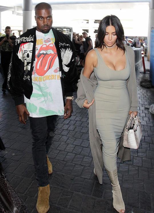 Kim Kardashian s Kanyem Westem o víkendu na letišti v Los Angeles