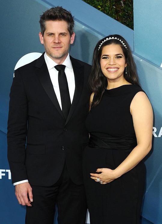 Herci America Ferrera a Ryan Piers Williams se stali dvojnásobnými rodiči. Po klukovi mají holčičku.