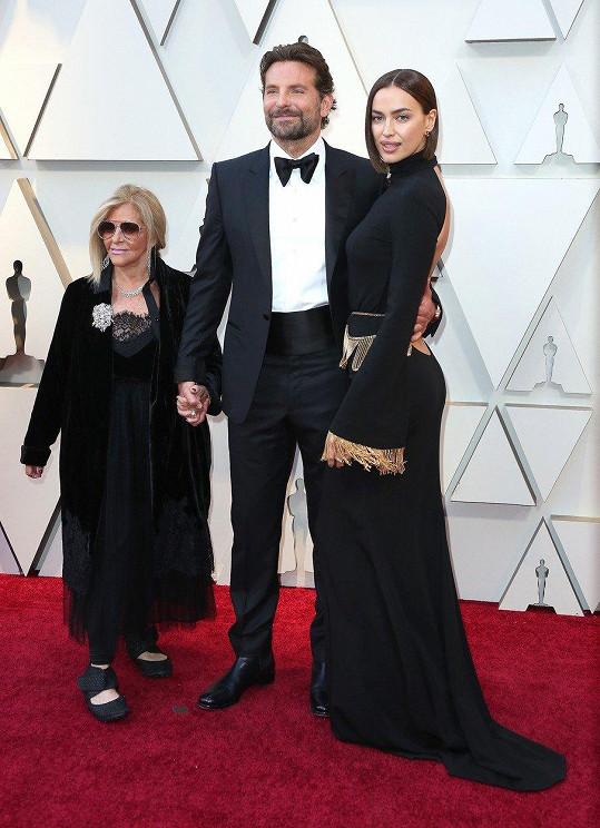 I Bradleymu Cooperovi vedle partnerky Iriny Shayk fandila maminka Gloria Campano.