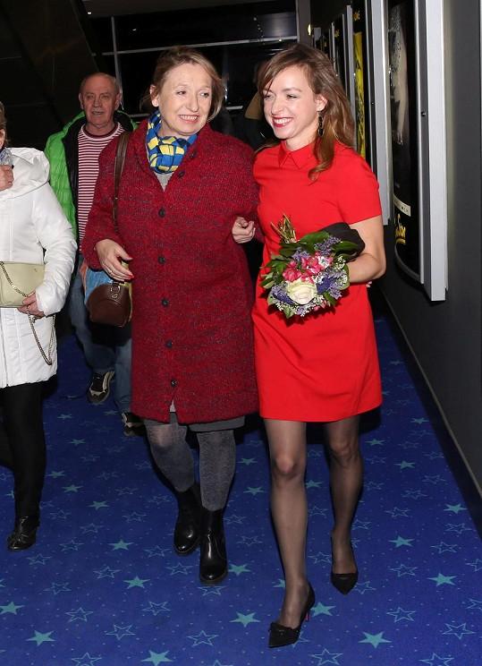 Tatiana vzala maminku na premiéru filmu Bába z ledu.